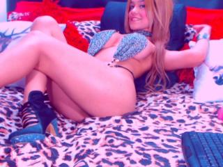 SlinkyAngeel - Live cam sexy with this toned body Hard girl