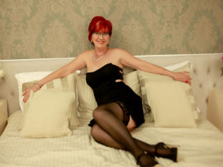 ExperiencedAlana - Cam xXx with this Lady over 35 with a standard breast