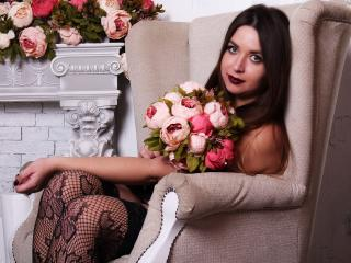 SofiaDevil - Live sexy with this shaved sexual organ Sexy girl