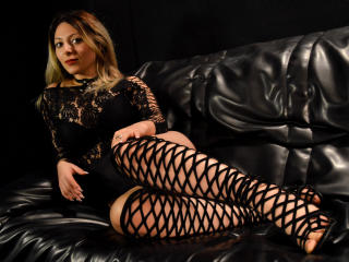 HeavenlyBeauty - online chat hard with this big body Young lady