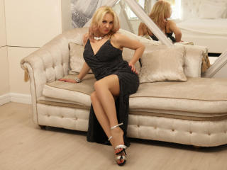 StunningLadyx - chat online sexy with this well built Lady over 35
