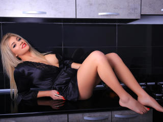 LoreHottie - Cam nude with this European Girl