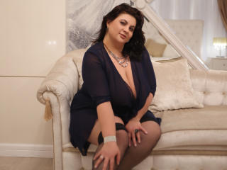 OneHotPenellope - Live hot with a brunet Sexy mother