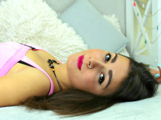 ElmiraW - Webcam live exciting with this shaved pubis Hot chicks