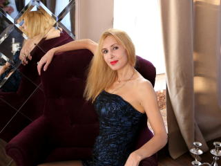 BlondPussy - Chat live hot with this light-haired Hot chick
