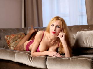 BlondPussy - Video chat xXx with this muscular body Hot lady