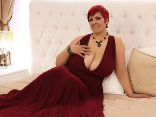 YourNaughtyHotWife - Webcam live exciting with this red hair Lady over 35