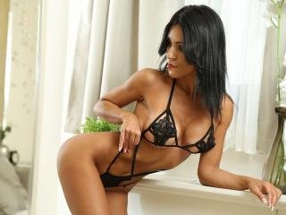 QueenAleciaX - Sexy live show with sex cam on XloveCam®