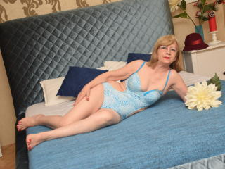 DivineCarla - Live cam nude with this European Mature