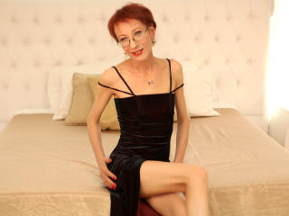 CameliaForU - chat online x with this shaved private part MILF