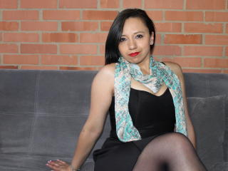 BellaLolita - Live chat exciting with this charcoal hair Sexy babes
