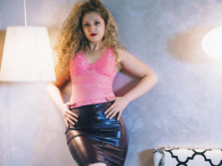 CurlySmile - Chat cam x with a regular melon Young and sexy lady