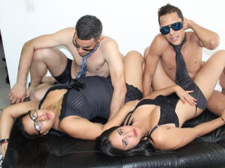 AmzingGroupV - Show sexy with a Foursome