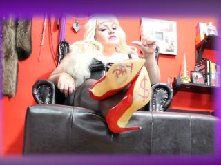 KaryQueen - Webcam exciting with a Junk in the trunk Mistress