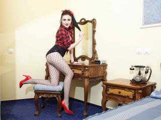 EmmilyAnne - Video chat exciting with a dark hair Hot chicks