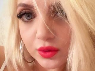 Malvvina - Webcam live xXx with a gold hair Sexy girl