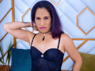 GuiselleFox - Live nude with this shaved intimate parts Attractive woman