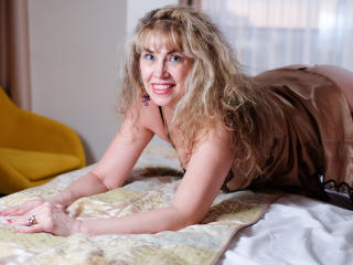 LadyMariahX - Chat exciting with this shaved private part Mature