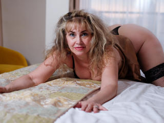 LadyMariahX - Web cam nude with this European MILF
