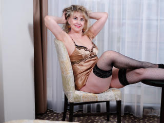 LadyMariahX - online chat sex with a average body MILF