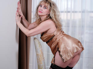 LadyMariahX - Video chat exciting with a White Lady over 35