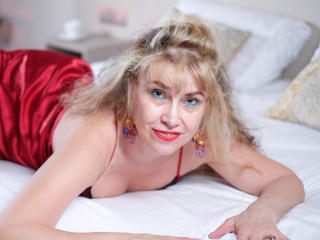 LadyMariahX - Show exciting with this European Lady over 35
