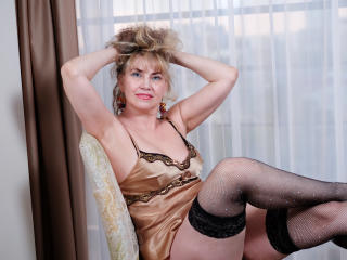 LadyMariahX - Chat exciting with this platinum hair Lady over 35