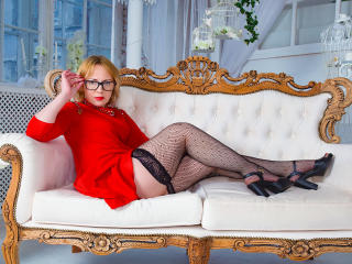 Valary - Chat cam nude with this light-haired Mature