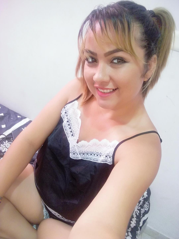 Web cam private of TastyCamila, a average boob blond
