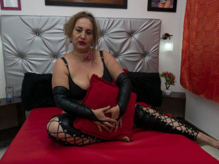 SachaMature - Live sex cam - 8195360