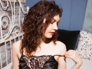 Photo de profil sexy du modèle CurlySonia, pour un live show webcam très hot !
