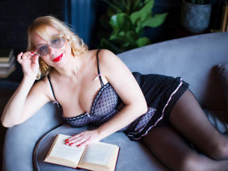 Photo de profil sexy du modèle IngridWhite, pour un live show webcam très hot !