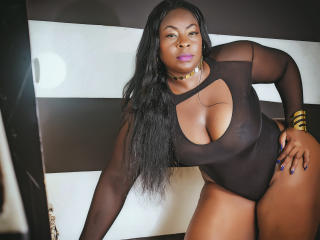 NaughtyMichelleLuv - Live cam hard with a dark-skinned Lady over 35