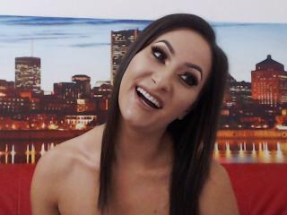 FontainVite - online show nude with a fit physique Lady