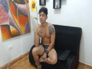 Picture of the sexy profile of BradXLarge, for a very hot webcam live show !