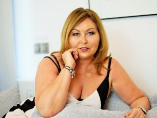 Photo de profil sexy du modèle IdealStella, pour un live show webcam très hot !