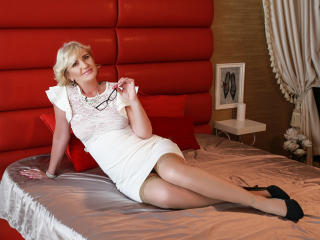 ExperiencedAlana - Cam hot with a being from Europe mother