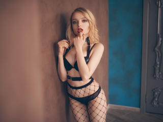FabianaMoon - chat online hot with this White Young and sexy lady